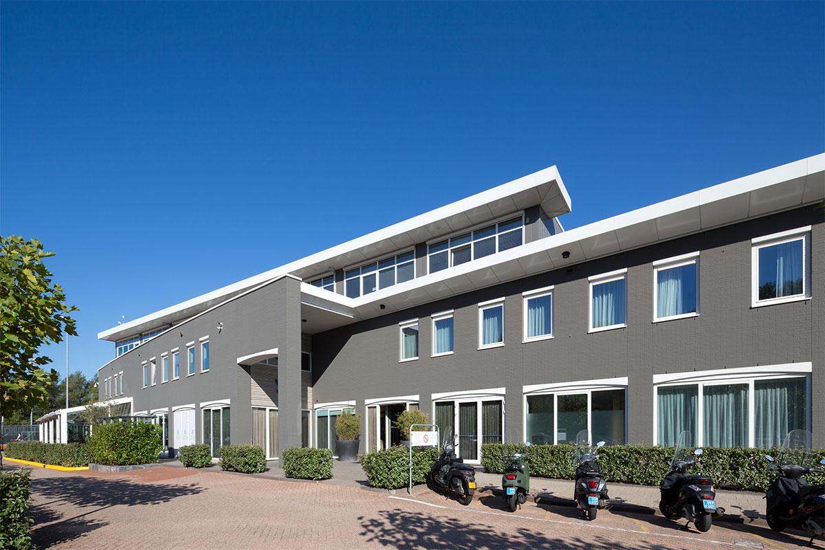 Code: BX_Hotel-graue-Fassade